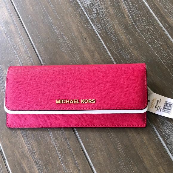 ecf13cf8227d Michael Kors Jet Set Travel Flat Wallet Ultra Pink